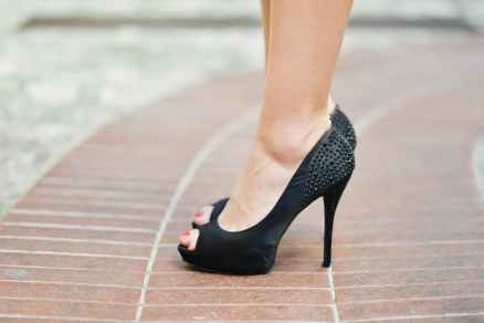 fashion-person-woman-feet.jpg